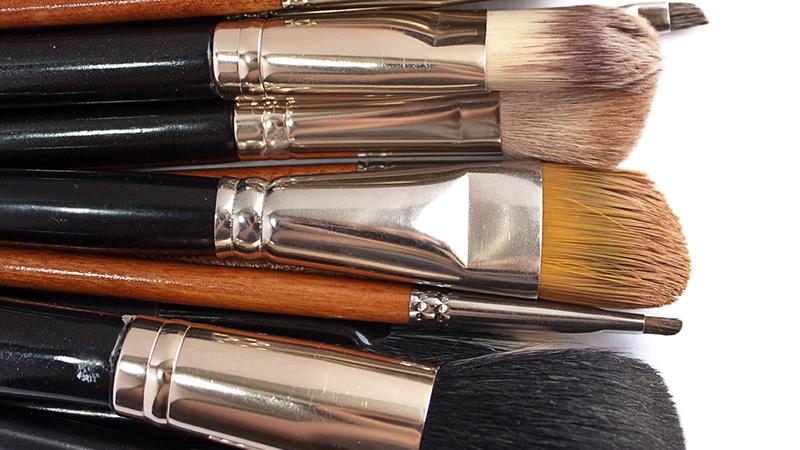 Trucos para limpiar brochas y pinceles de maquillaje