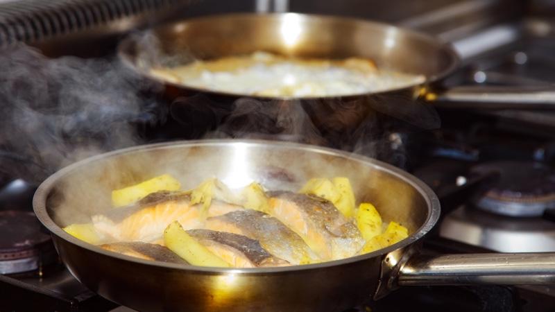 Trucos para eliminar el olor a comida en casa