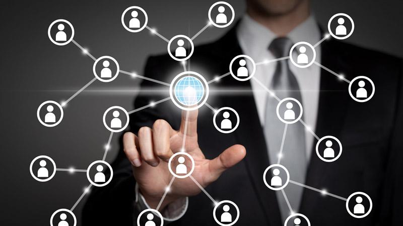 Los peligros e inconvenientes de Facebook y otras redes sociales