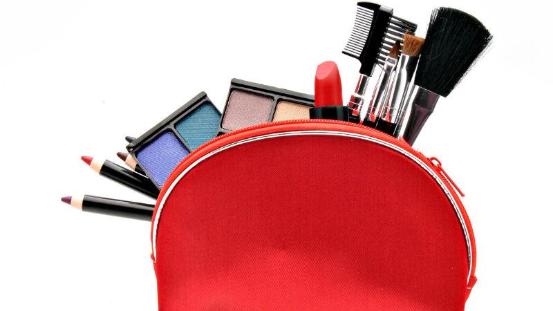 Siete cosméticos imprescindibles en tu neceser de maquillaje