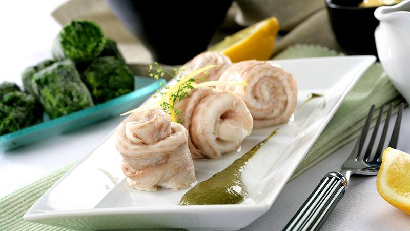 Rollitos de lenguado con salsa de espinacas, chalotas y mostaza