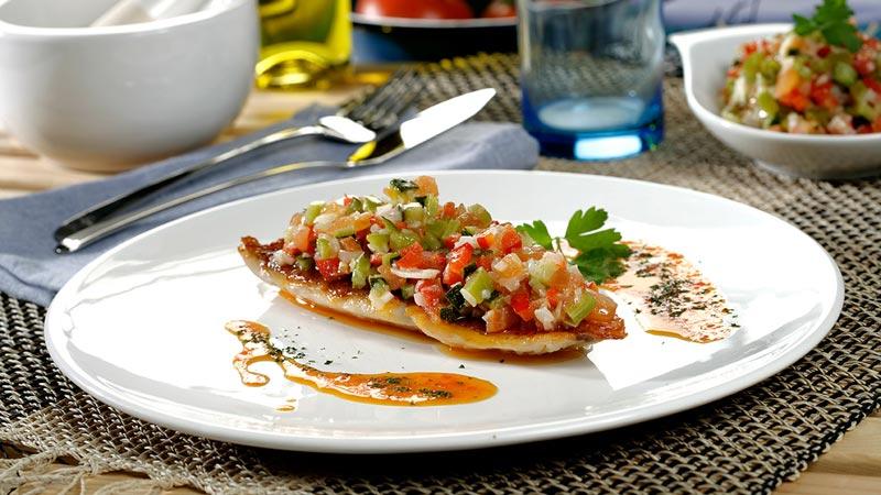 Salmonetes a la plancha con vinagreta de verduras