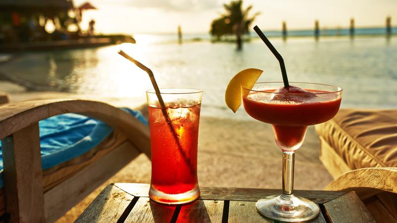 Aplicaciones para hacer cócteles y otras bebidas este verano