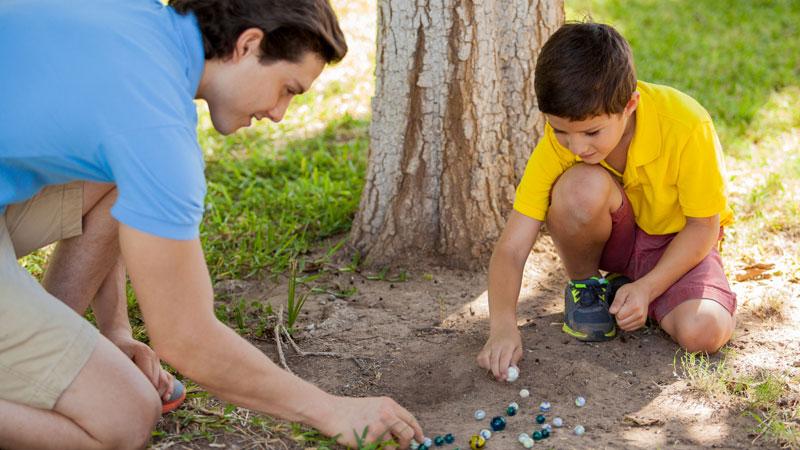 Ideas y juegos tradicionales para divertirte con tus hijos