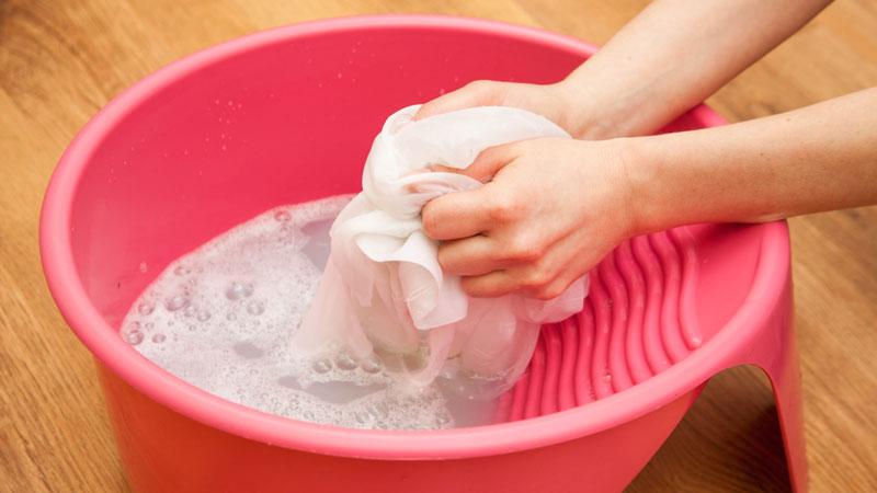 Consejos para limpiar manchas de sangre de la ropa
