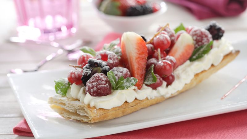 Hojaldre con frutas y nata