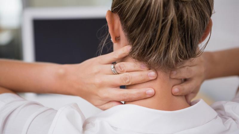 Duele el cuello de costado a la izquierda los músculos