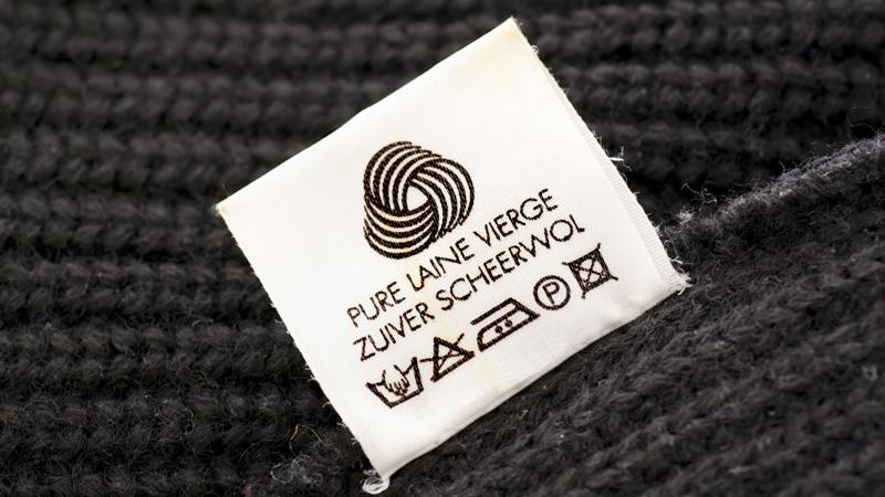 Cómo quitar las bolitas de las prendas de lana