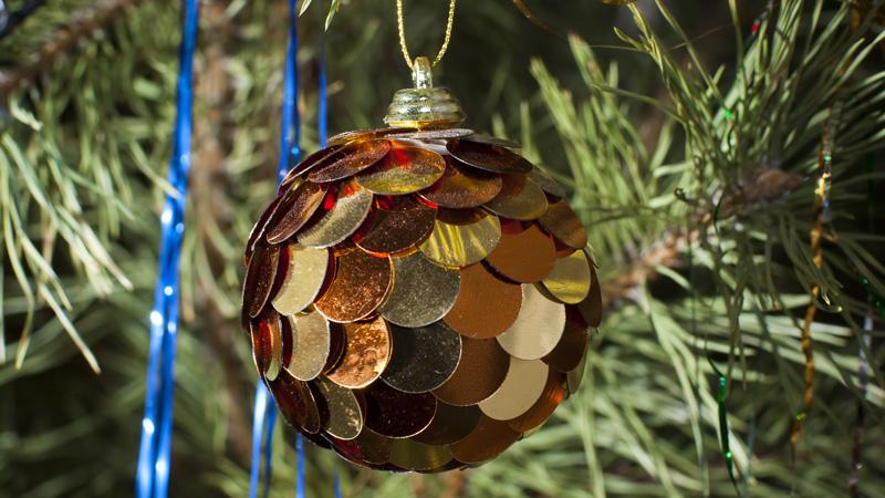 Manualidades para hacer bolas para el árbol de Navidad