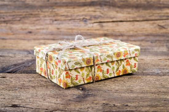 Forrar una caja con papel de regalo