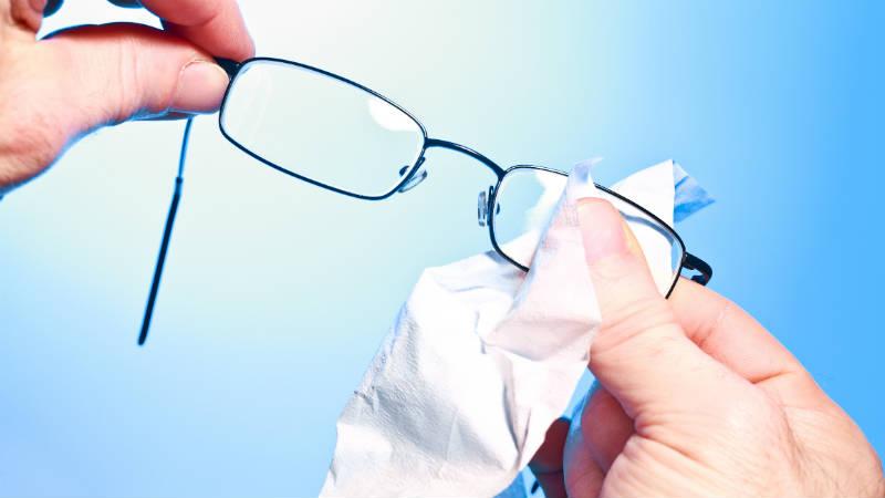 C mo limpiar los cristales de las gafas correctamente flota - Limpiar cristales muy sucios ...