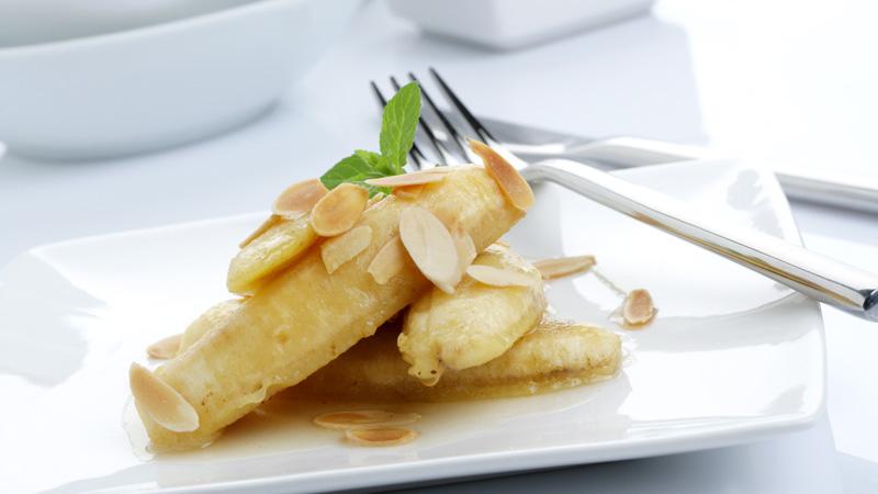 Plátano frito con almendras