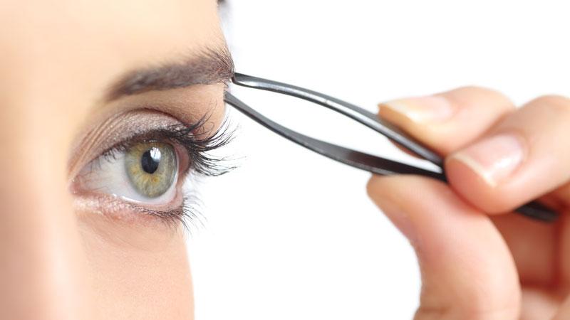 Cinco errores que no debes cometer al depilar las cejas