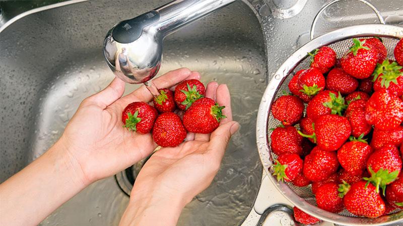 Cómo lavar la piel de frutas y verduras correctamente