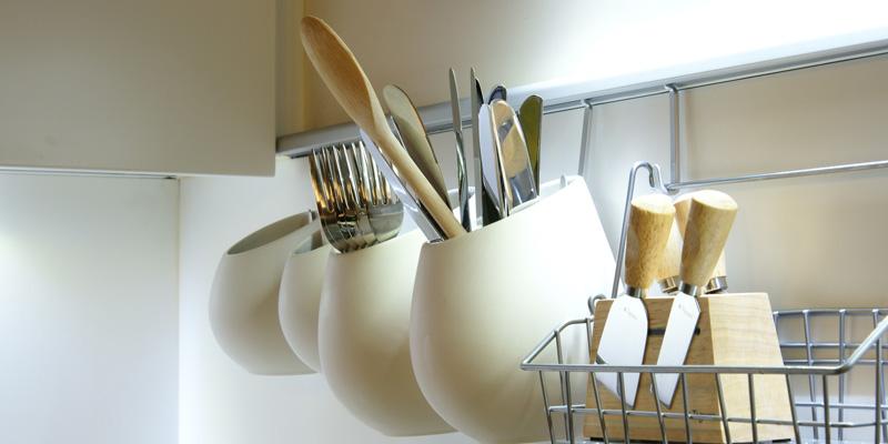 Trucos para organizar y decorar una cocina peque a flota for Como ordenar la cocina