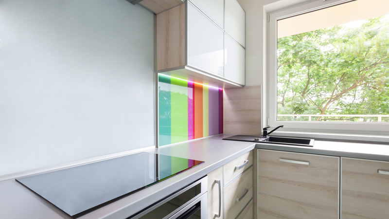 Trucos para organizar y decorar una cocina peque a flota - Como amueblar una cocina pequena ...