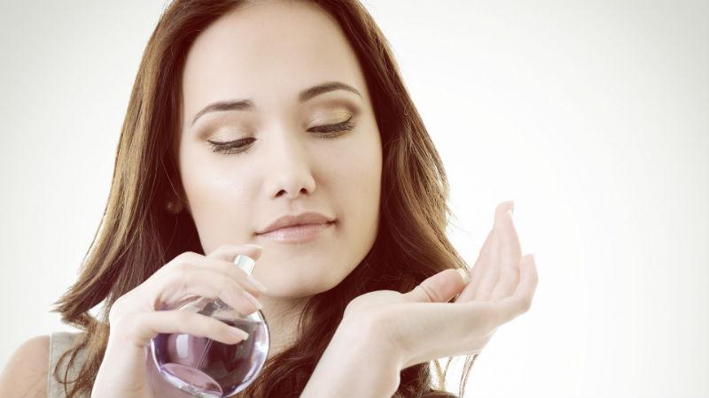 Trucos para que el olor del perfume dure más tiempo