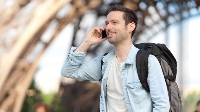 Usar el móvil en el extranjero: consejos para gastar menos