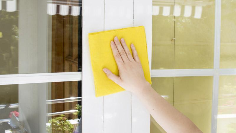Cómo limpiar puertas y ventanas de aluminio