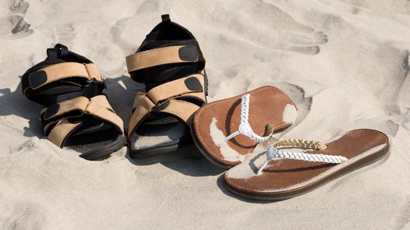 Cómo eliminar el mal olor de las sandalias