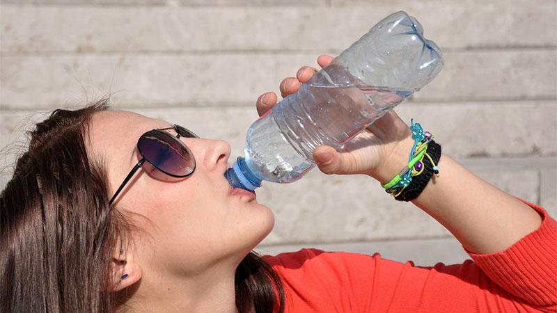 Mitos sobre beber agua en abundancia