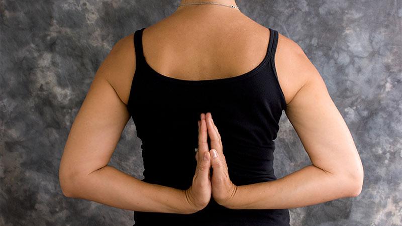 Ejercicios de yoga para corregir la postura de los hombros