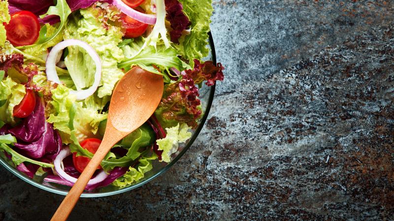 Diez ensaladas frescas y ligeras para el verano