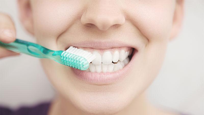 Ocho errores que cometes al lavarte los dientes