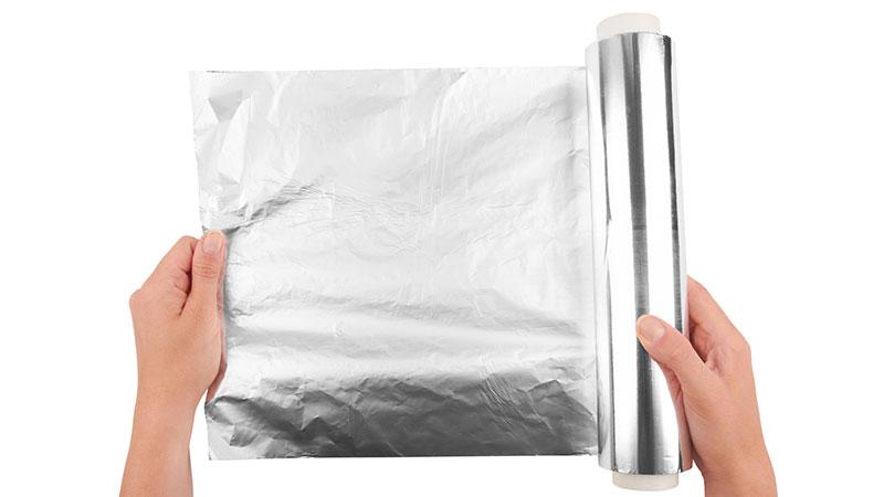 Diez usos prácticos del papel aluminio en el hogar