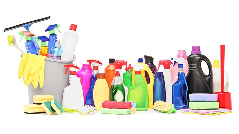 Ocho productos de limpieza que todos debemos tener en casa