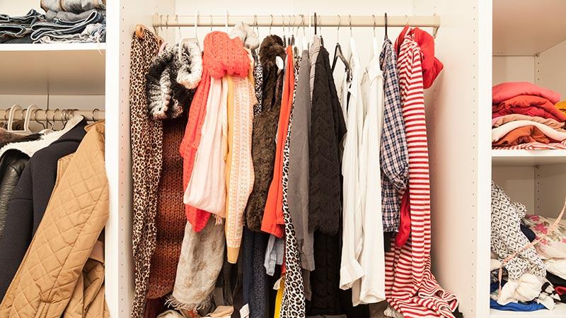 Diez errores que restan espacio a tus armarios