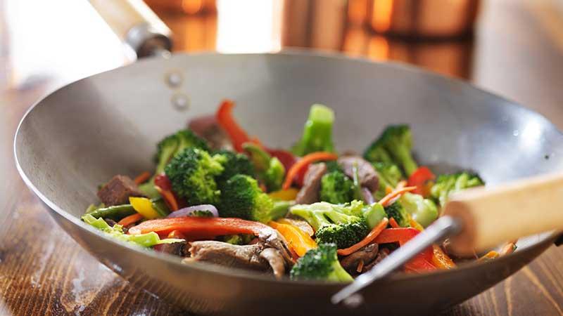 consejos para cocinar en un wok flota
