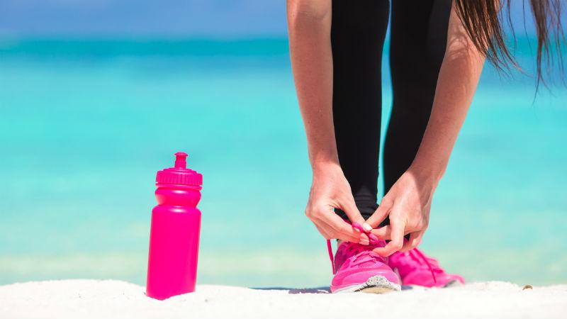 Por qué no debes consumir bebidas isotónicas como refrescos