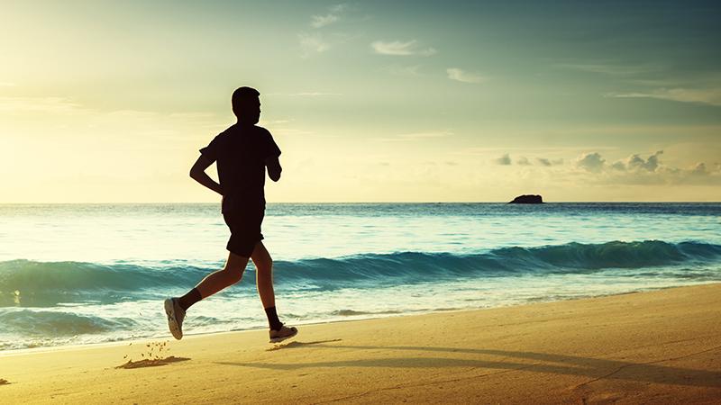 Consejos para practicar deporte en la playa