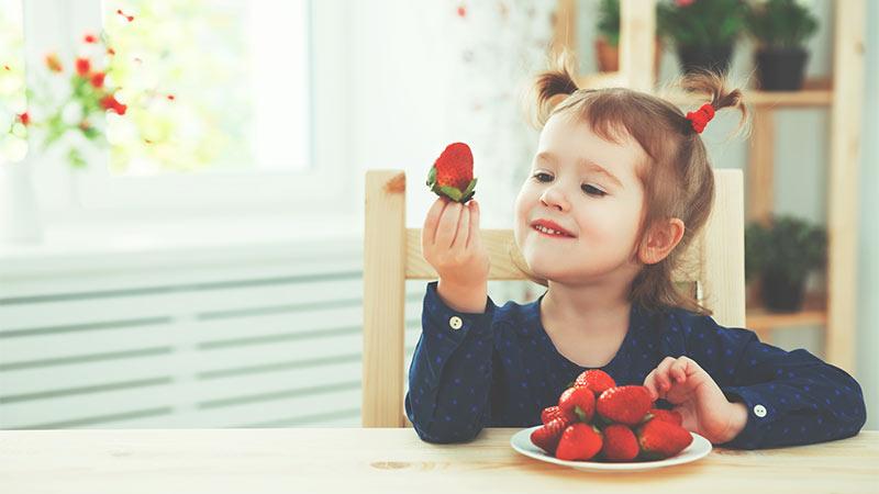 Cómo inculcar en los niños el hábito de comer fruta