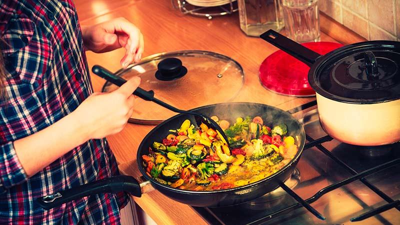 Técnicas de cocina básicas. ¿En qué consiste cada una?