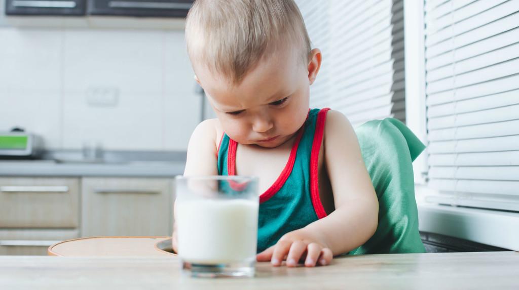 ¿Qué es la alergia a la proteína de la leche de vaca?