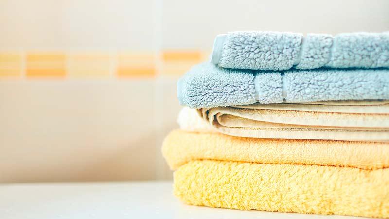¿Cada cuánto debemos lavar las sábanas y toallas?