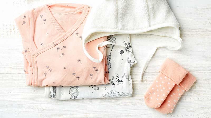 La ropa del bebé para las primeras semanas