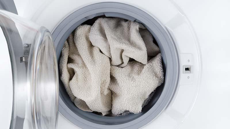 Cómo blanquear la ropa en la lavadora