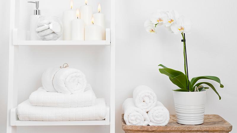 10 trucos de almacenaje para baños pequeños