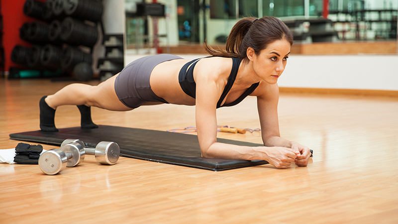 5 ejercicios de abdominales para recuperarte tras el atracón de las fiestas