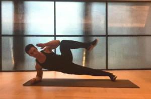 flexion-lateral-rodilla-codo