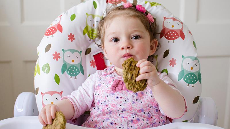 Los mejores y peores alimentos para el cerebro de un niño