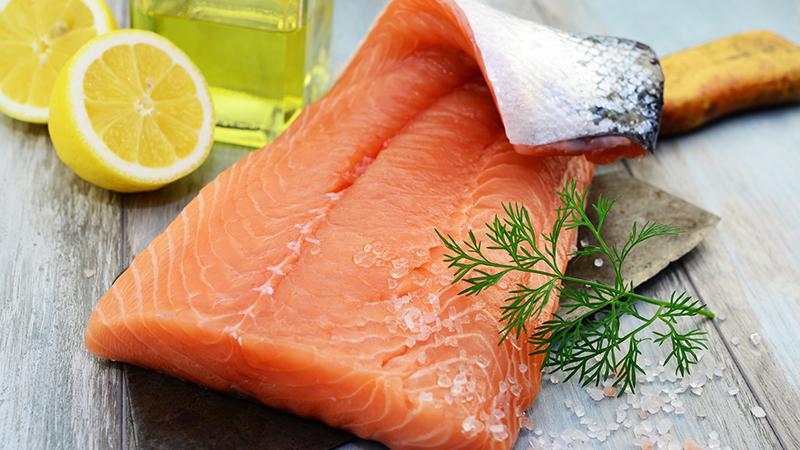 Razones para incluir el salmón en tu dieta habitual