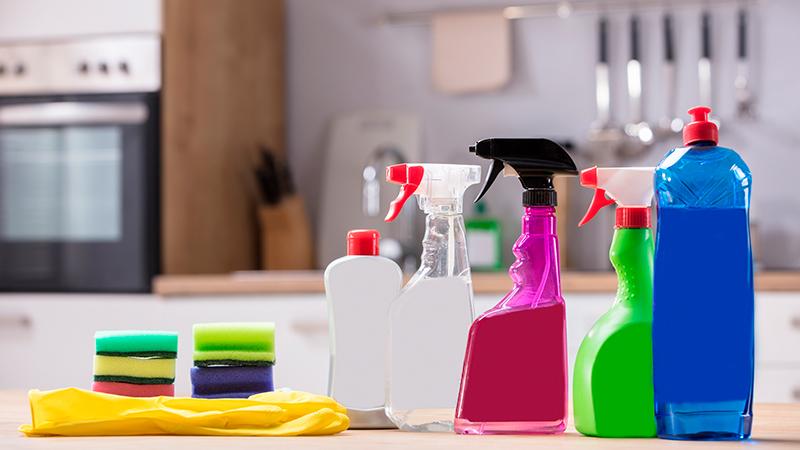 Cómo limpiar los armarios de la cocina por dentro