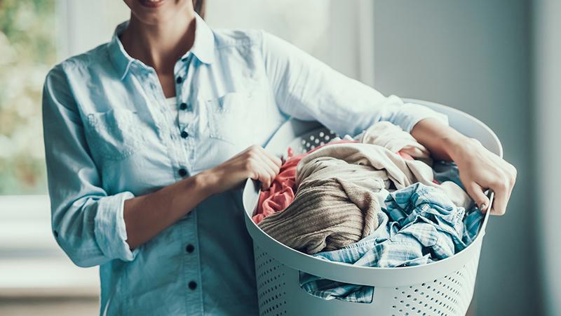 Clasificar la ropa sucia para una colada perfecta