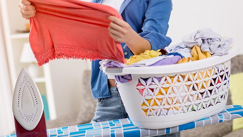 Cómo prevenir la ropa arrugada en la colada