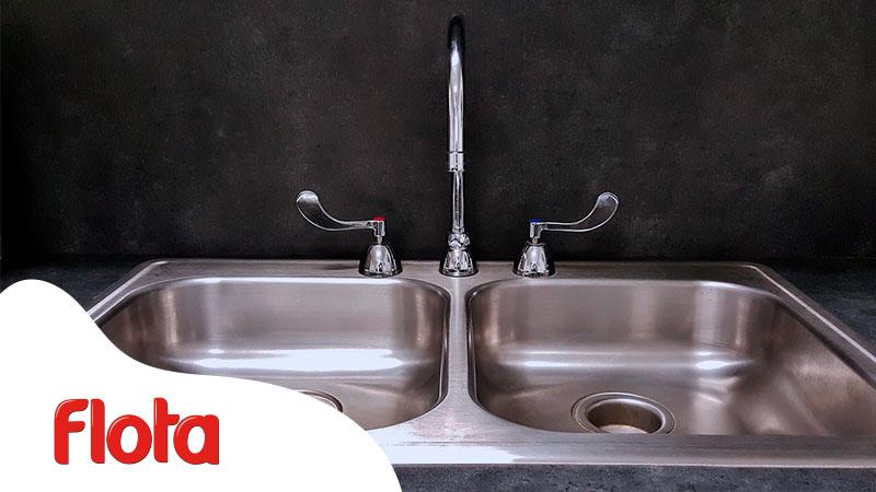 Lavar a mano o en lavavajillas, ¿qué es más económico?